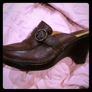 Born leather heeled clogs brown size 7